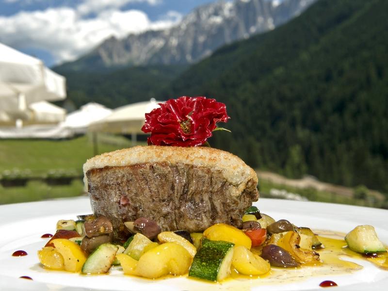 Wild, Wald, Kulinarischer Herbst, Südtirol, Eggental, Wanderung, Latemarforst, Wildfleisch, Sägewerk