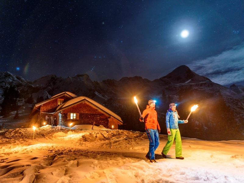 Zugspitz Region, Naturpark Ammergauer Alpen, Wildfütterung, Schneeschuhwandern, klimatherapeutisches Wandern, Zugspitze, Blaues Land, Murnauer Moos, Partnachklamm, Rodeln, Natureisbahnen, Schlittschuhlaufen, Eisstockschießen
