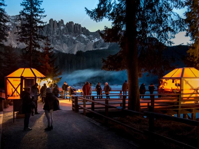 Family Resort Carezza Ski, Rosengarten, Zwergenkönig Laurin, Südtirol, Karer See, Adventsmarkt, Grillen