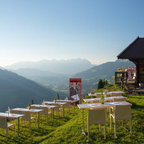 Konferenz im Freien Outdoor mit Ausblick Berge