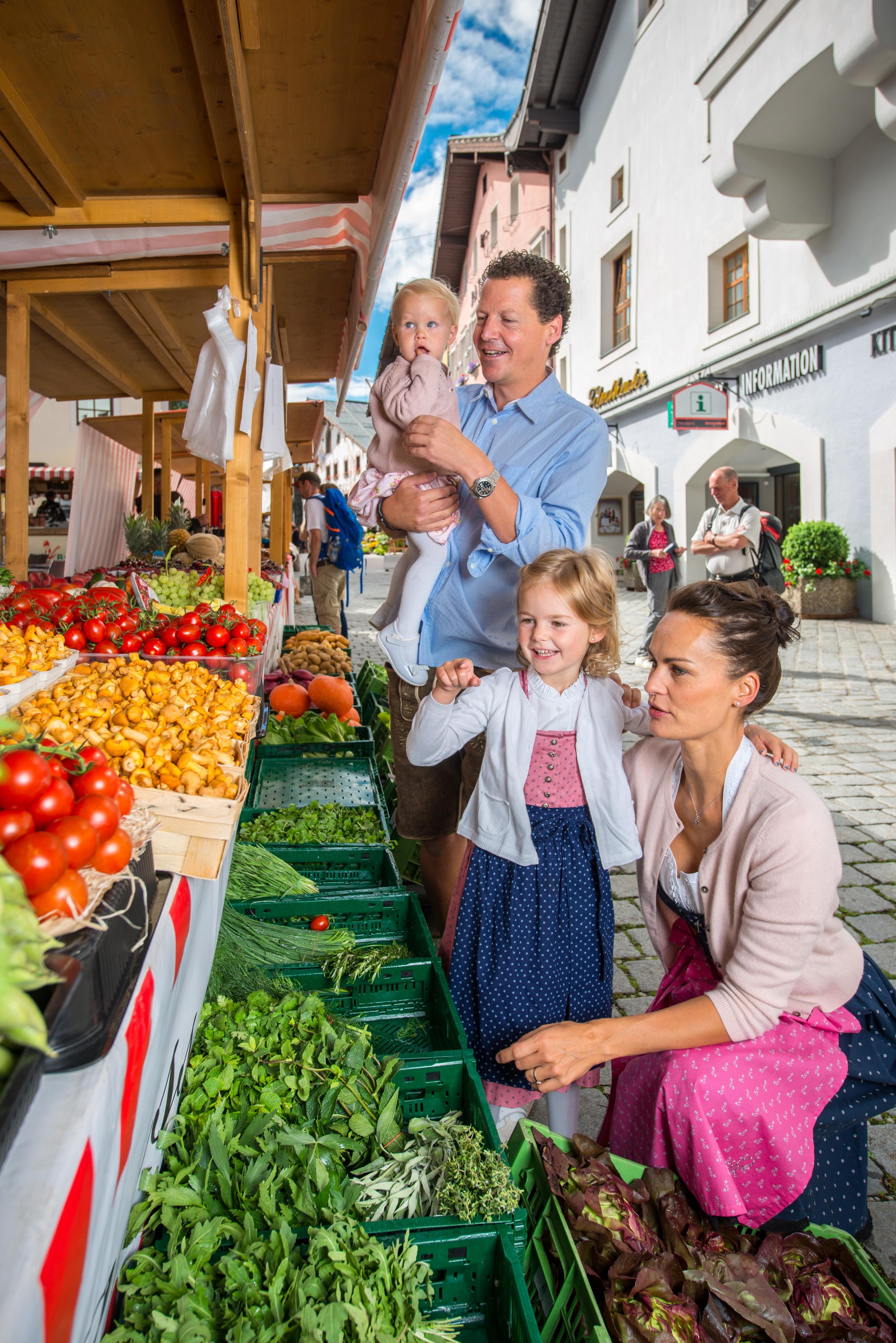 Familie Kinder Mutter Vater Markt Kitzbühel