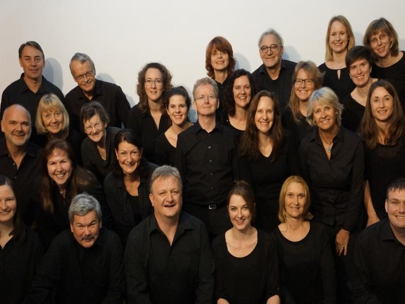 Gruppenfoto Wildschönauer Gospelchor Sänger in schwarzer Kleidung