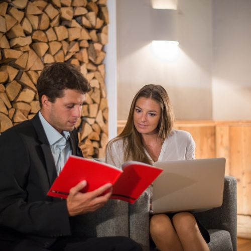 MICE Meeting Frau und Mann Laptop Kitzhof