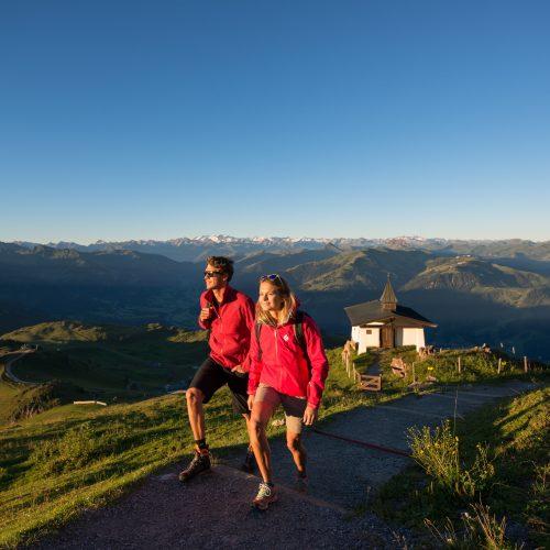 Abend Wanderung Paar Sonnenuntergang Berge Kitzbühel
