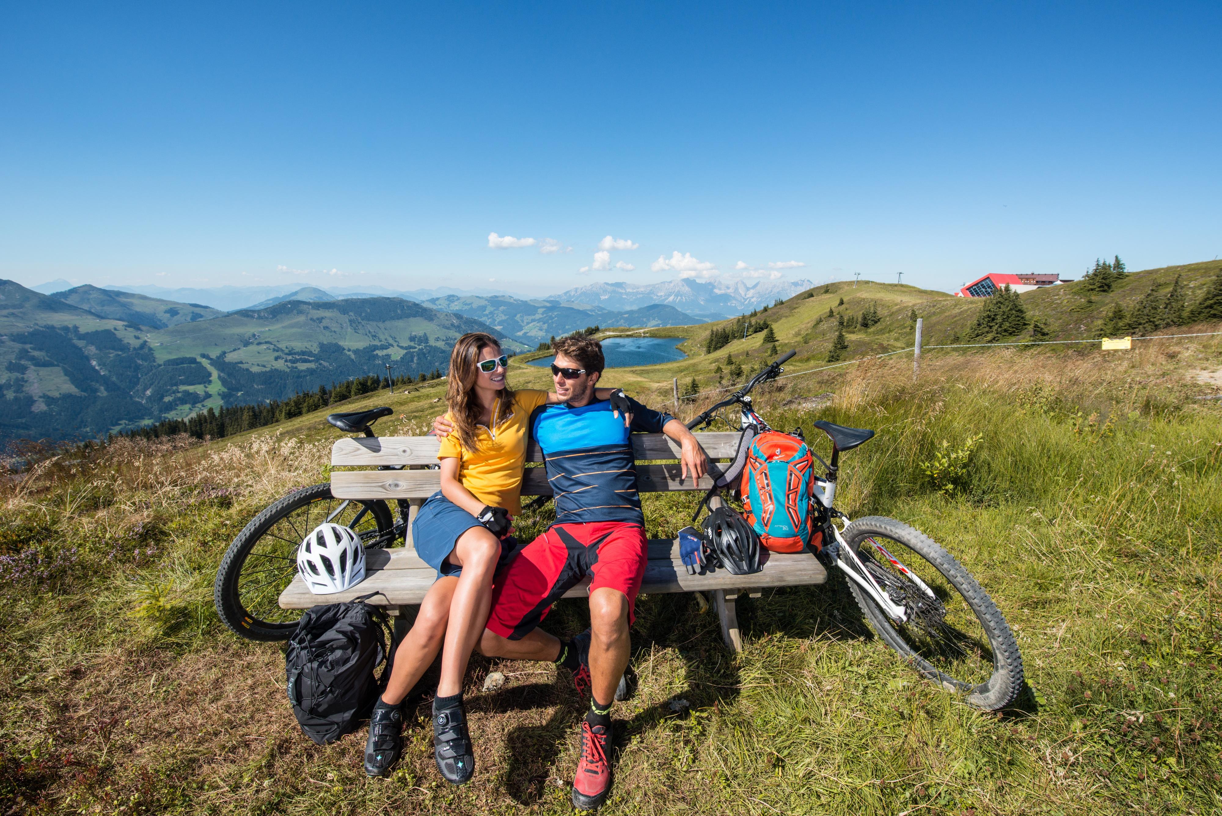 Fahrradfahren Rast Pause Paar Sommer