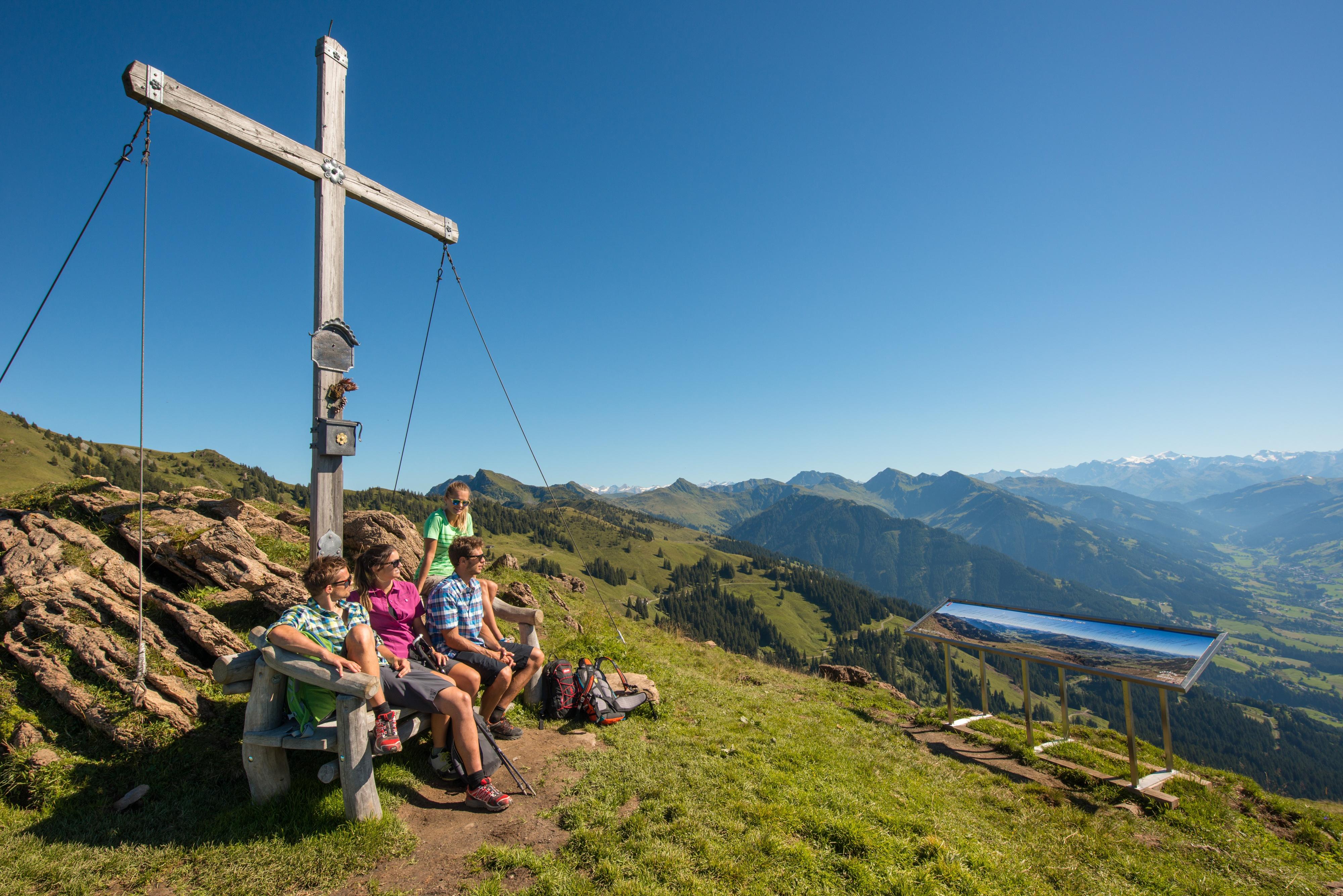 Pause Wanderung Kreutz Gipfel Berge Aussicht