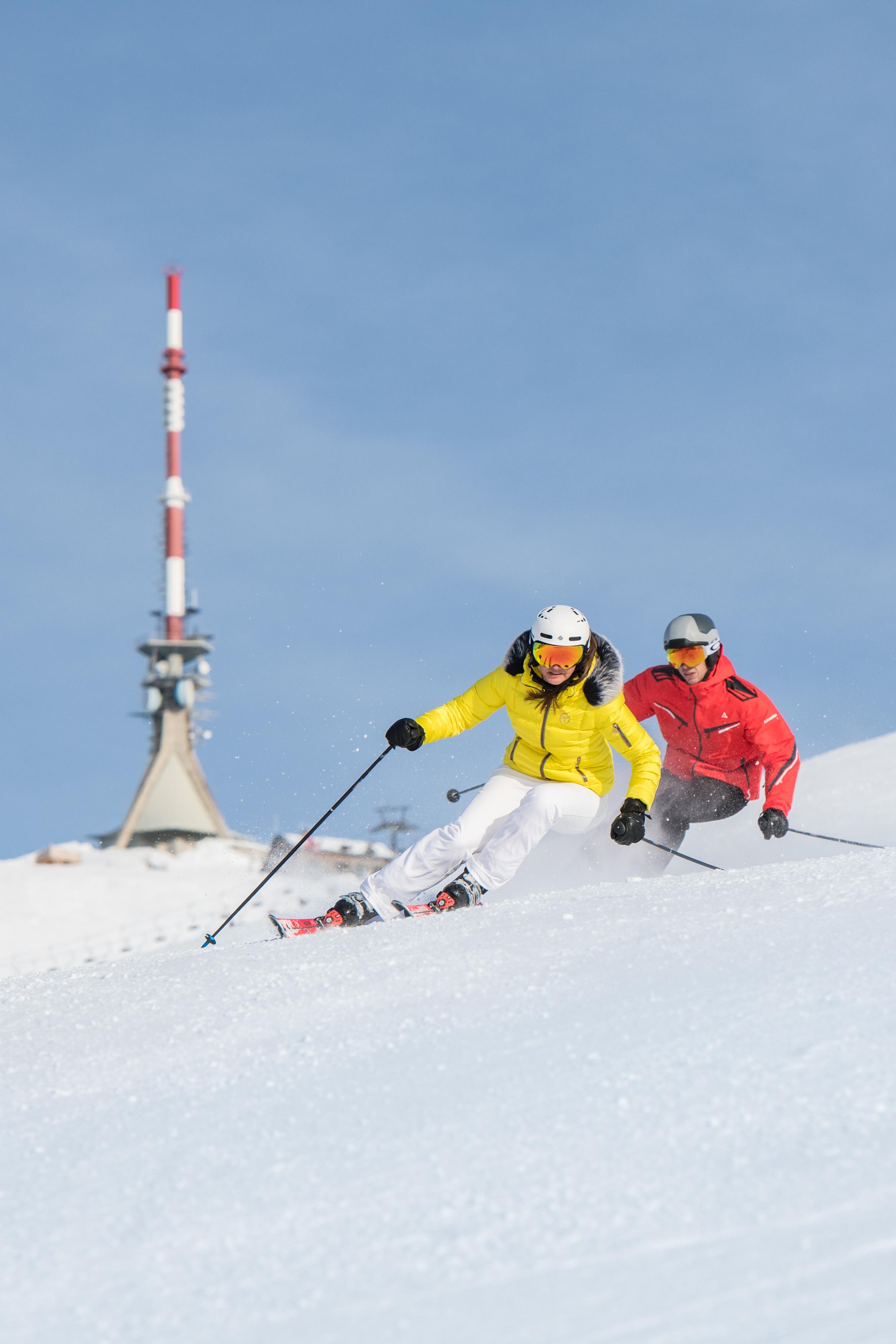 rasantes Skifahren im Skigebiet Kitzbüheler Horn