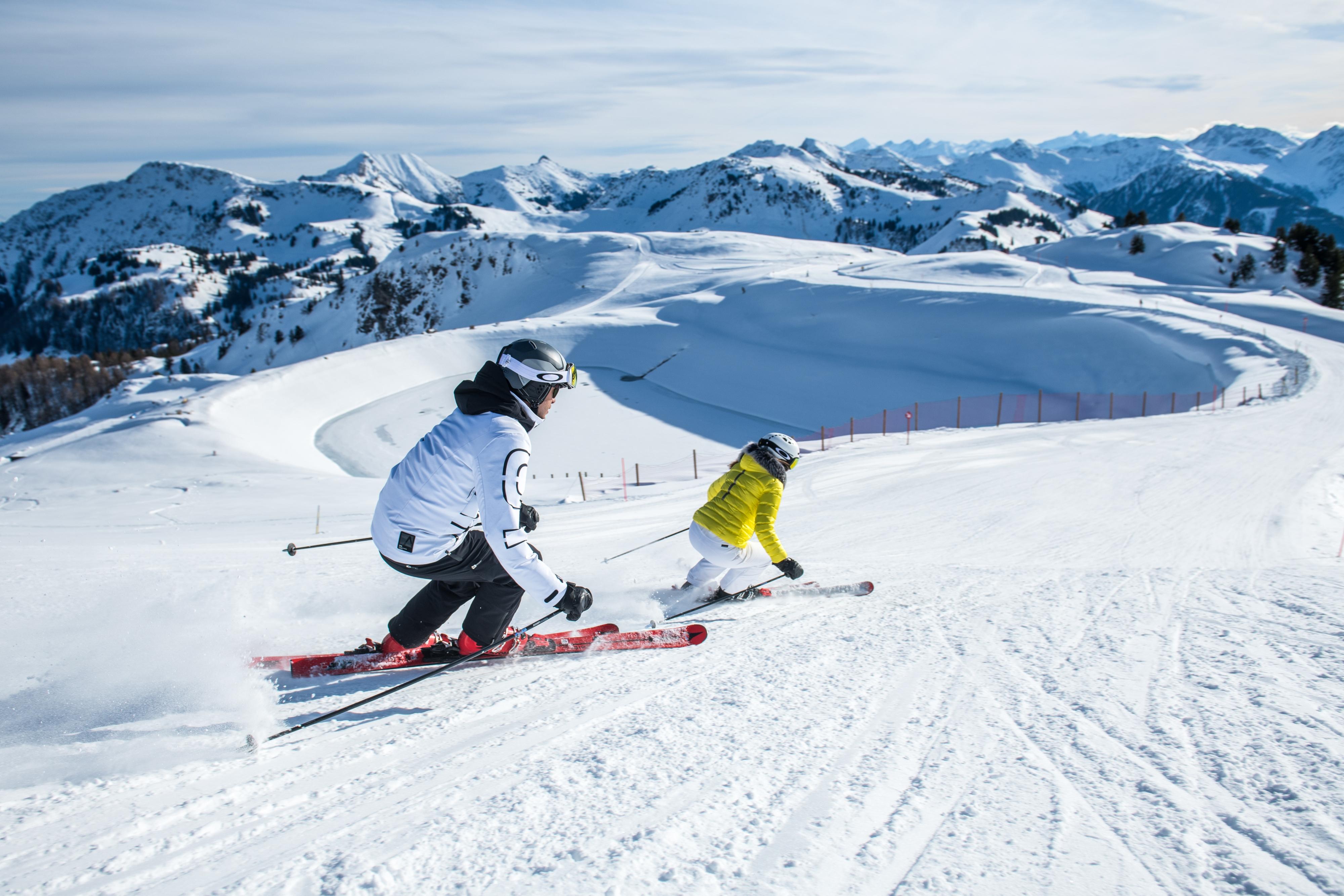Skifahrer Pärchen aktiv im Schmee Winter Alpen Kitzbüheler Horn