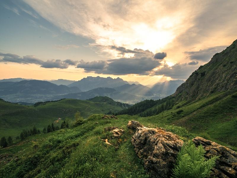 Sonnenuntergang oder Sonnenaufgang Steinberge Alpen Pillerseetal Kitzbüheler