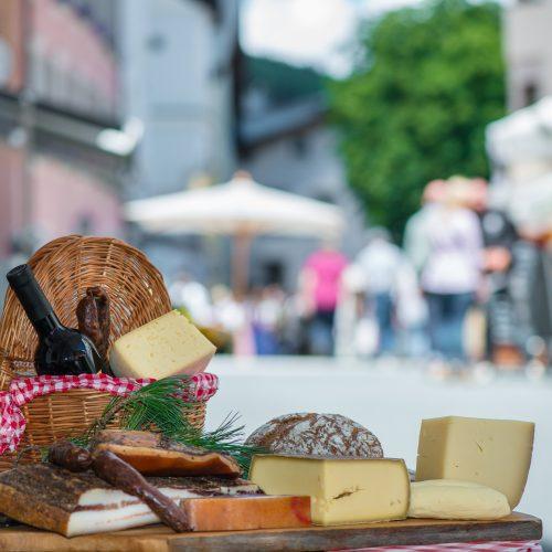 Markt Käse Fleisch Wurst Speck Wein Genuss
