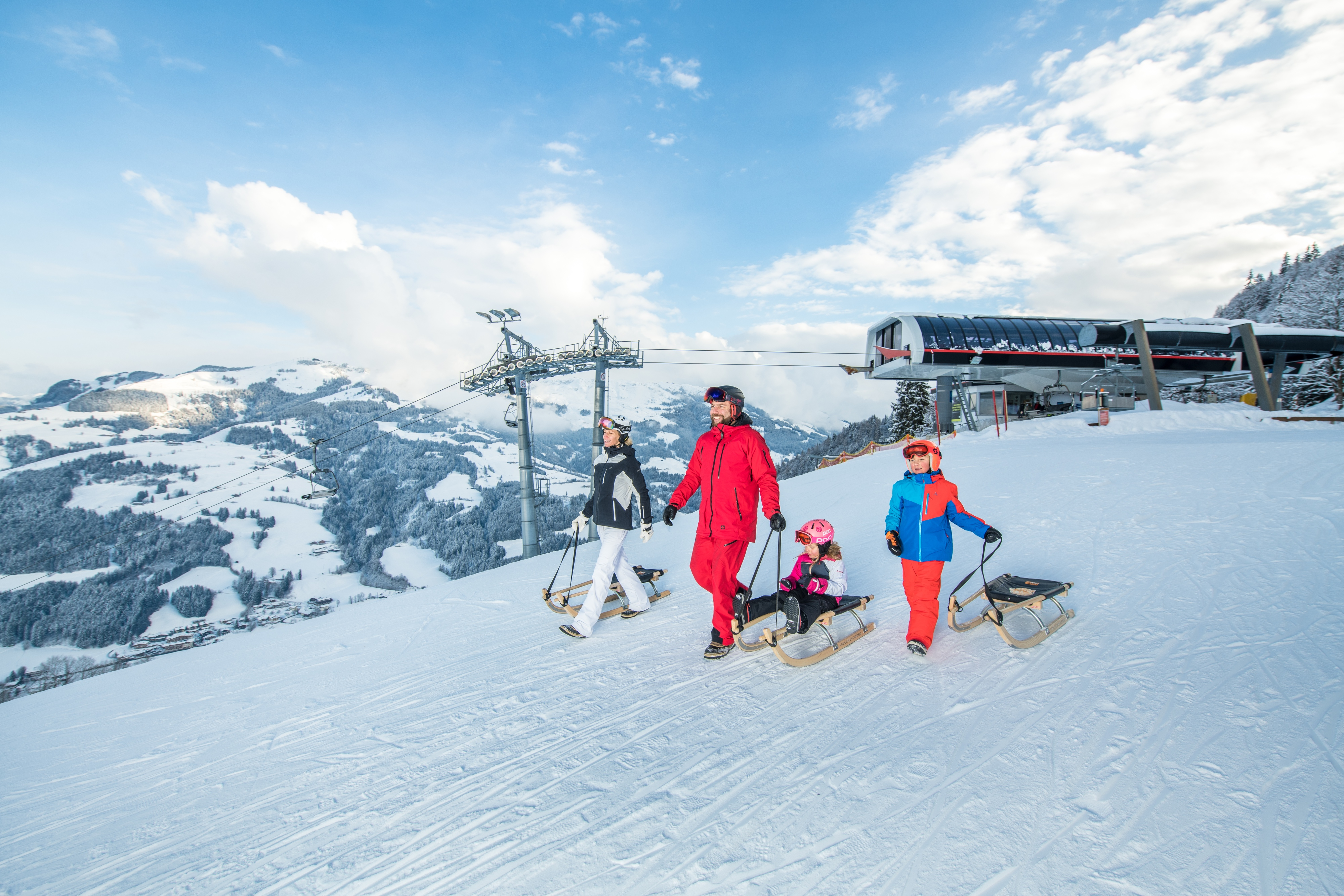 Familie Winter Kitzbühel Schlittenfahren Rodeln
