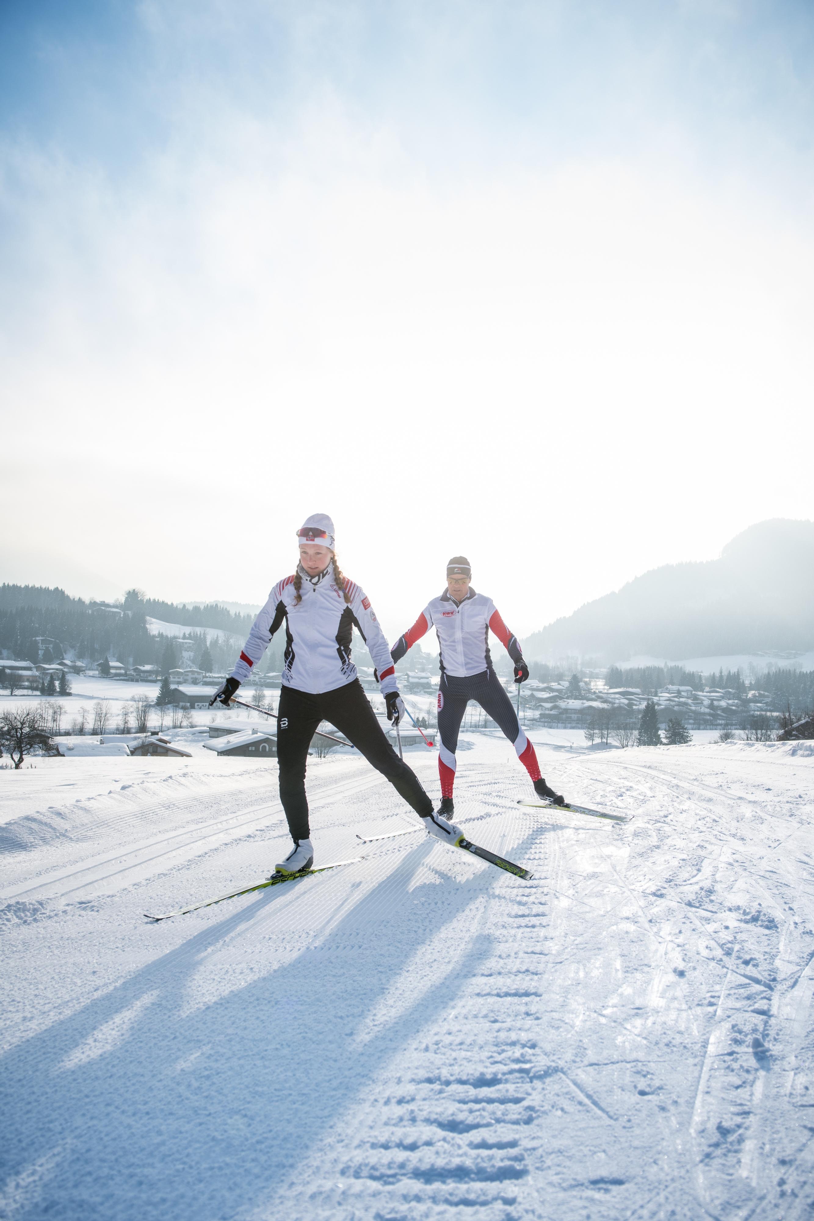 Paar Langlaufen Skaten Kitzbühel