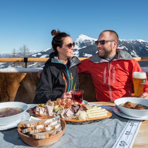 Brotzeit und Suppe Essen Einkehr Hütte Kitzbühel Winter
