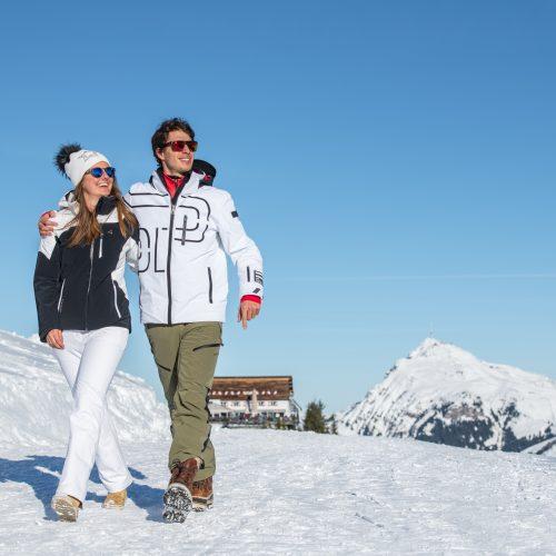 Paar Wanderung im Winter Kitzbühel