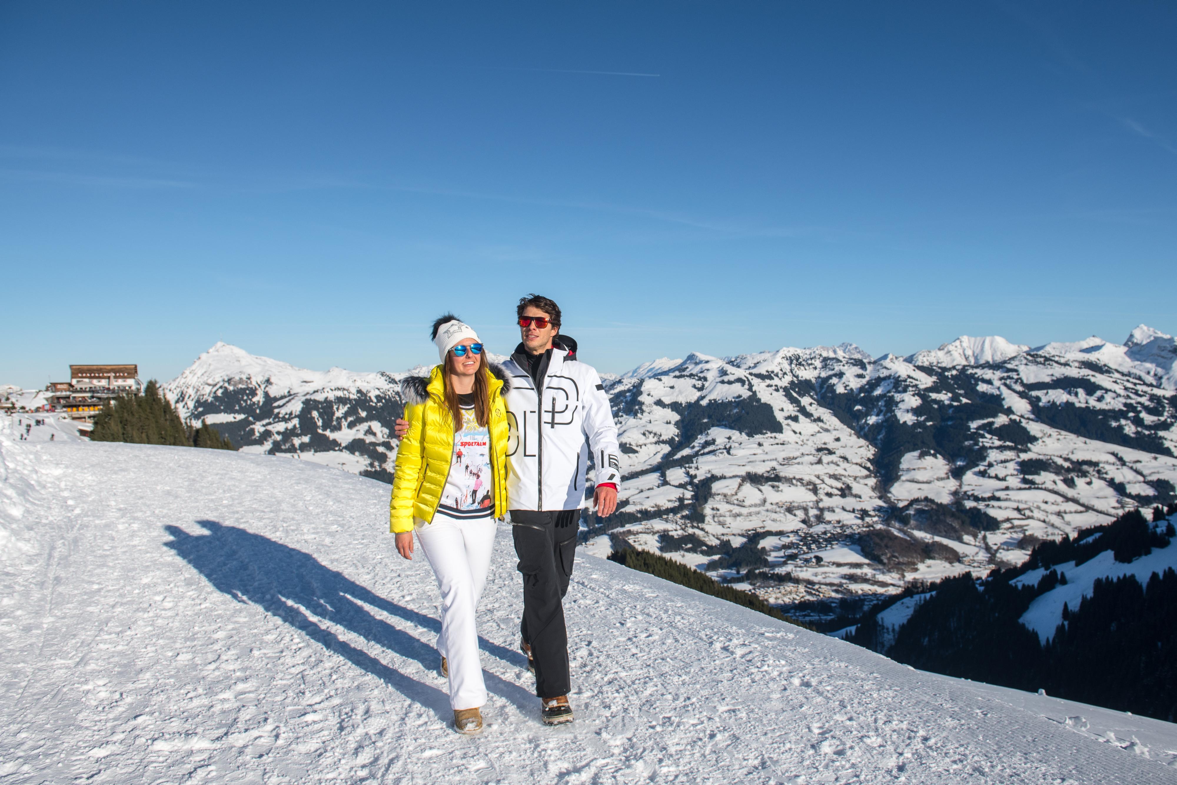 Paar Winter Wandern Spazieren Kitzbühel Hahnenkamm Outdoor