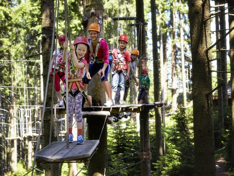 Blomberg Berg Jubiläum Bad Tölz Kettern Kinder im Kletterwald