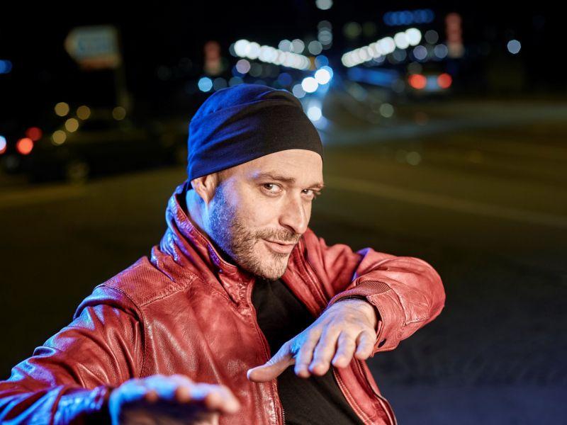 Mann, rote jacke, Mütze, Nacht