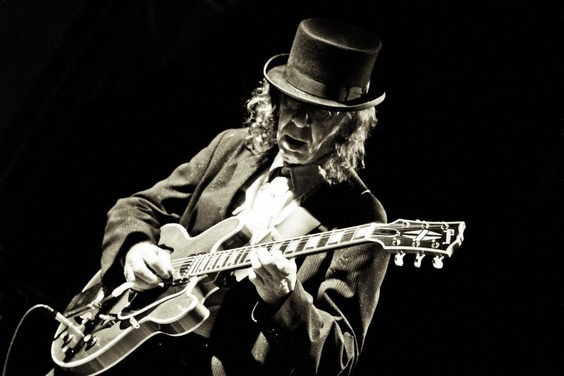 Jazz, Hut, Mann mit gitarre, Anzug, schwarz-weiß