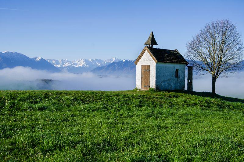 Kapelle, Berge, Nebel, Schnee, Gras