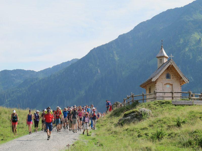 Berge, Holzhütte, Menschen