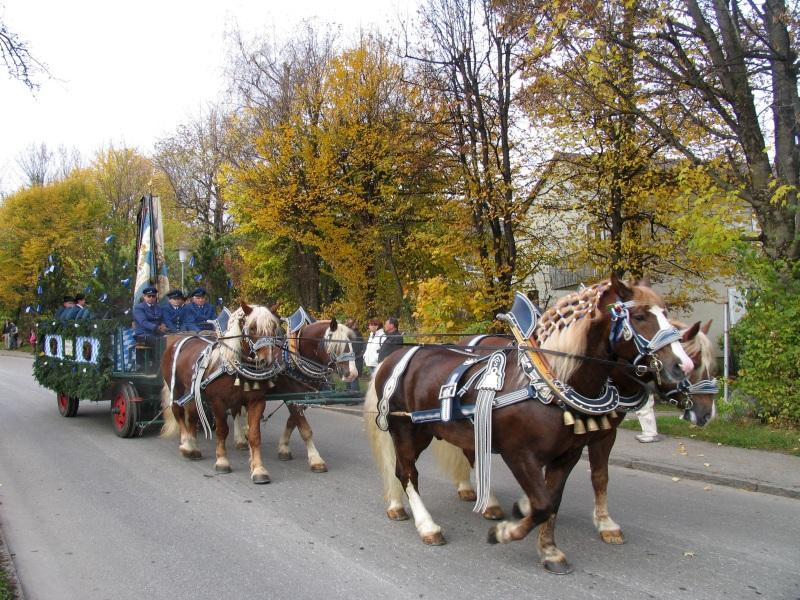 Pferdekutsche zur Leonhardifahrt im Blauen Land