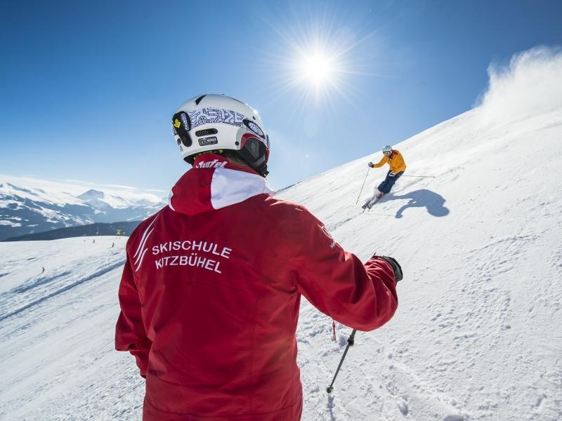 Skilehrer der Schule roter Teufel in Kitzbühel auf der Piste