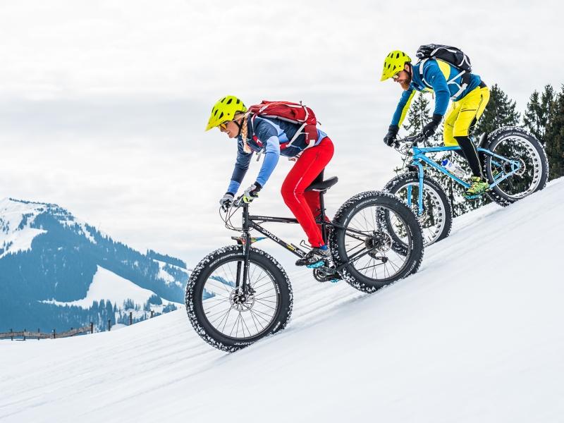 Fatbike Downhill Schnee Frau und Mann