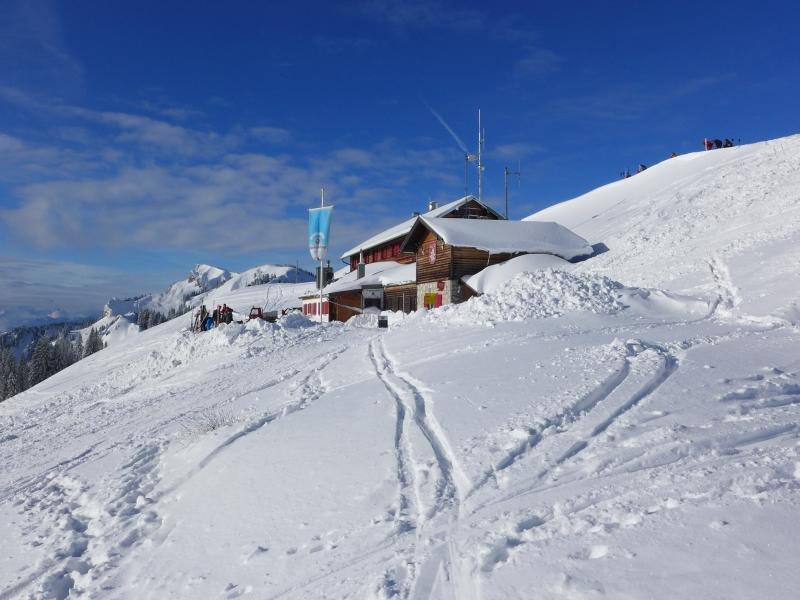 Brauneck Gipfelhaus Schnee Sonnenschein