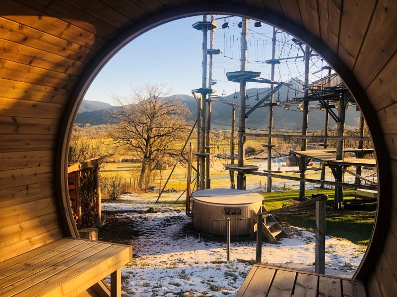 Sauna mit Aussicht auf Hochseilgarten
