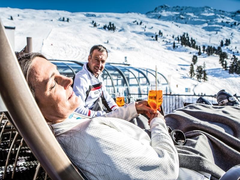 Pause im Liegestuhl Sonne Hütte Getränk