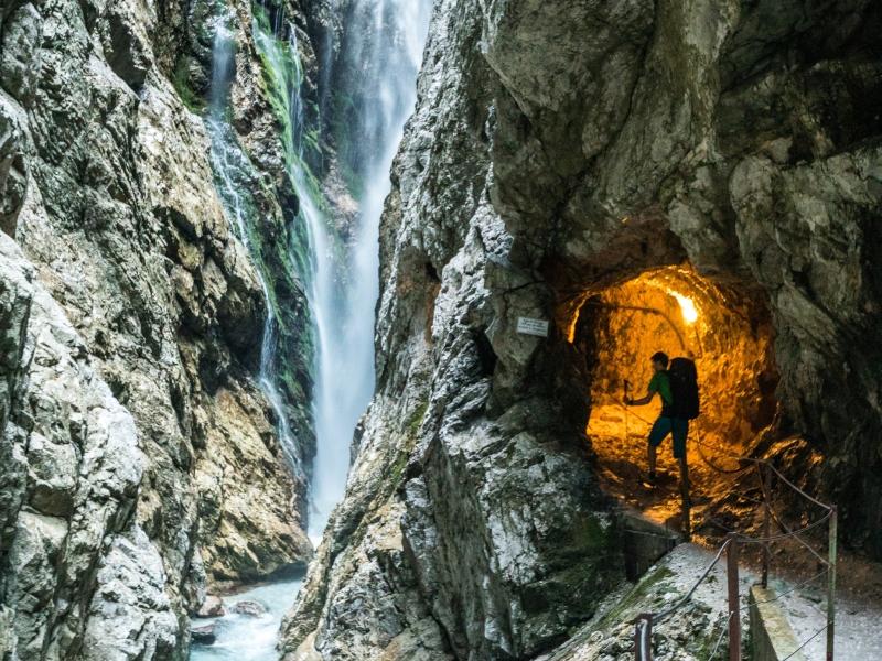 Wanderer Höllentalklamm Wasserfall