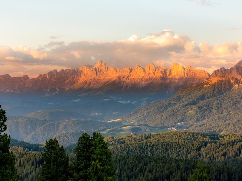 Aussicht auf Bergkette Eggental