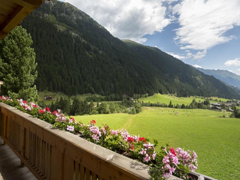 Blick vom Balkon Berge Tal