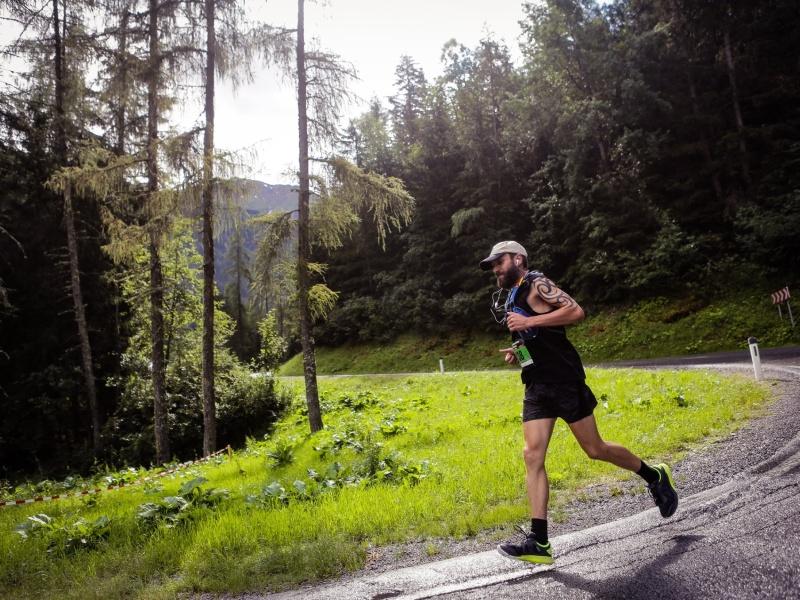 Läufer Strasse Pitztal Marathon