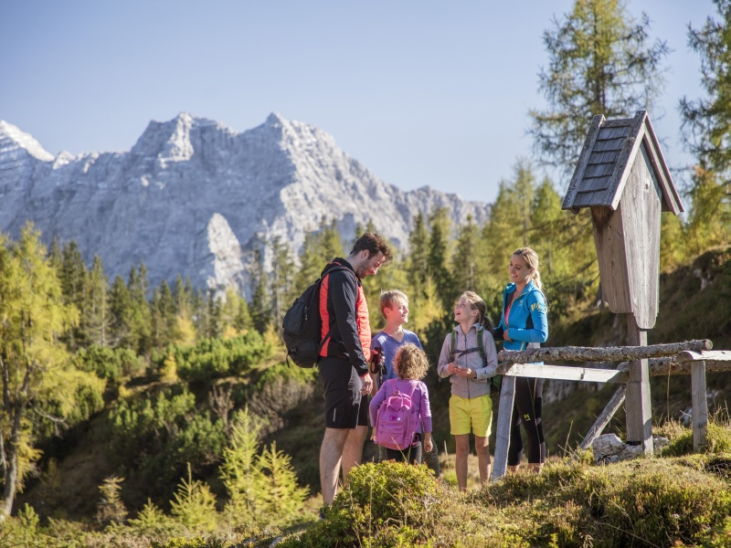 Wandern Familie Steinplatte