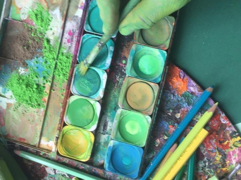 Wasserfarbenmalkasten Pinsel Hand