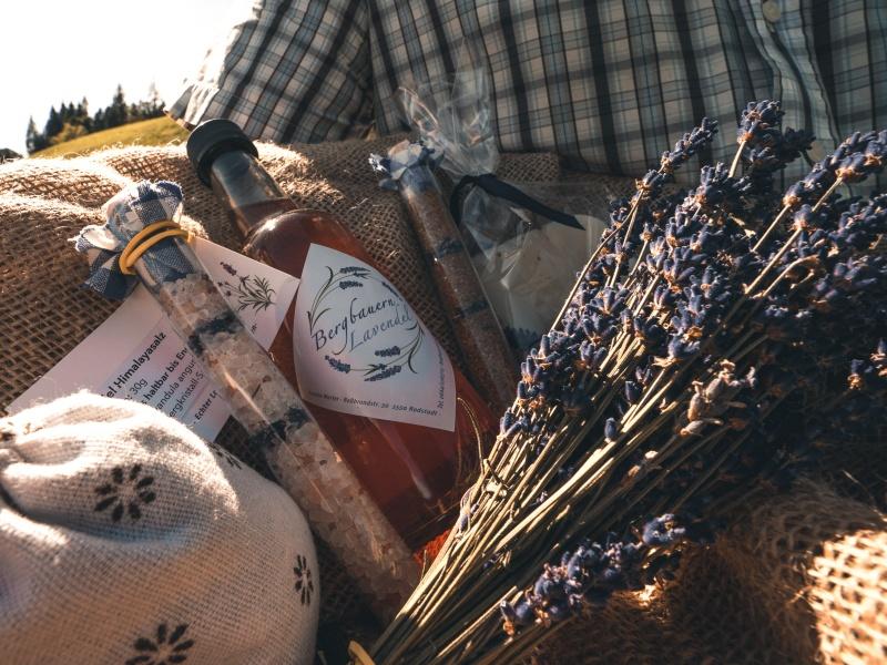 Lavendelprodukte im Korb