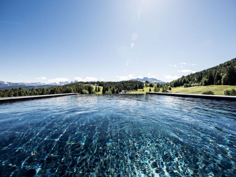 Einsamer Pool Hotel Pfösl