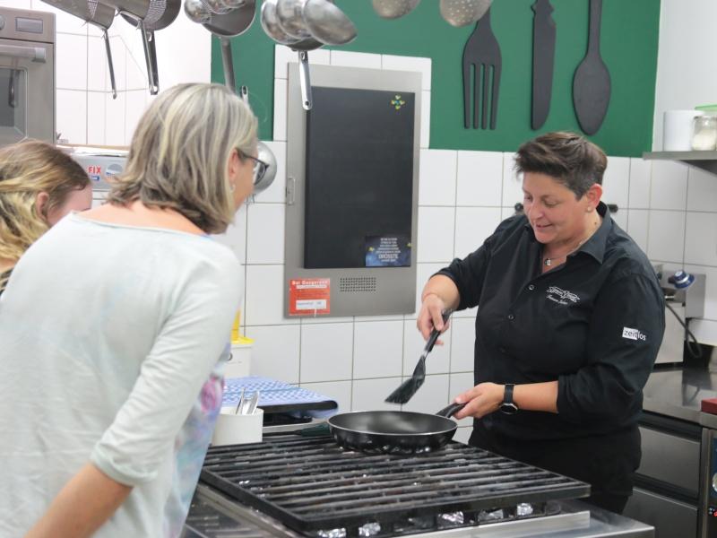 Zubereitung Kaiserschmarrn Köchin 2 Schüler