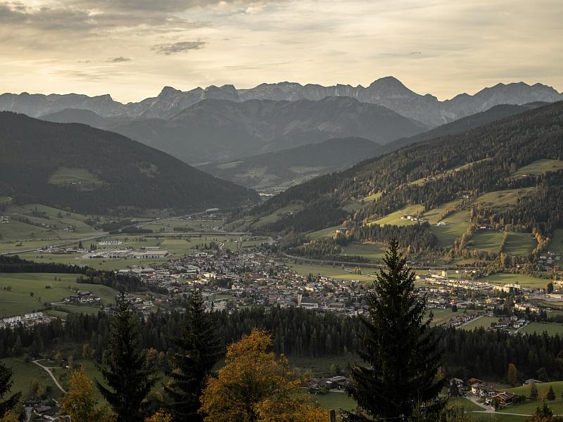 Altenmarkt im Herbst Blick vom Berg aus