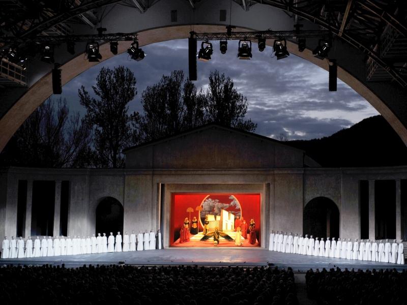 Passionstheater in Oberammergau bei Nacht