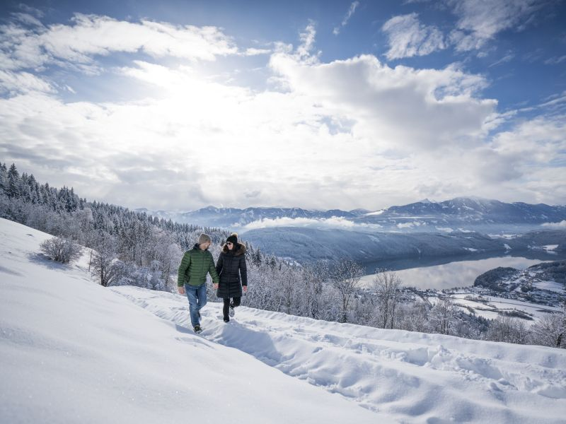 Paar Wanderung Winter Millstätter See