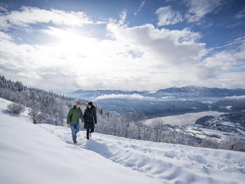 Winterwanderung Paar