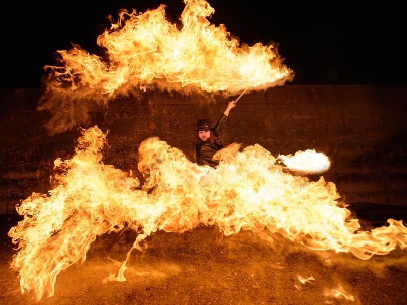 Künstler mit Feuer