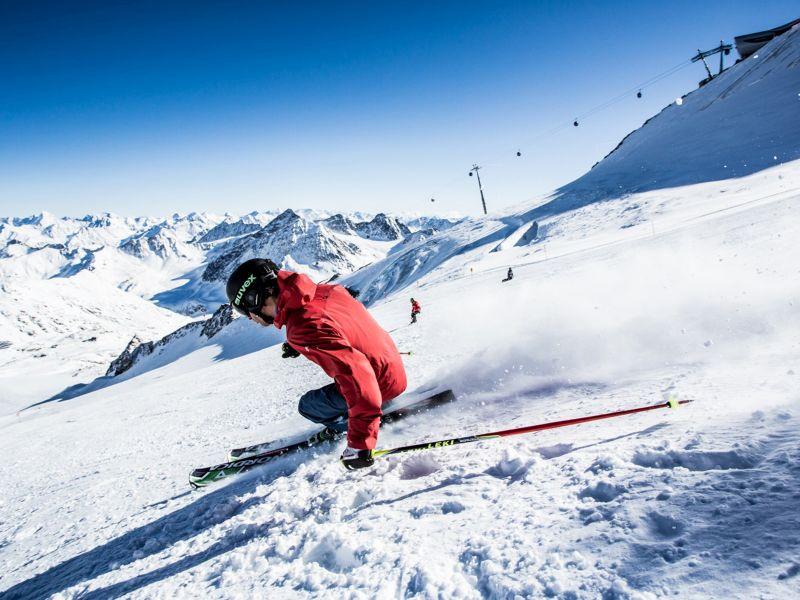 Skifahrer am Pitztaler Gletscher