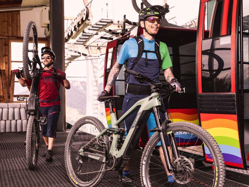 Mountainbiker Einstieg Gondelbahn