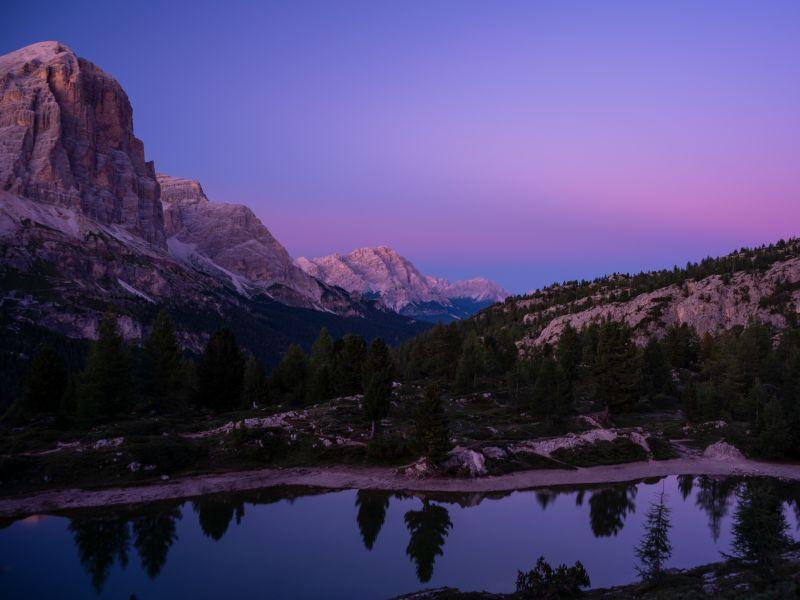 Bergsee Dolomiten Sonnenaufgang
