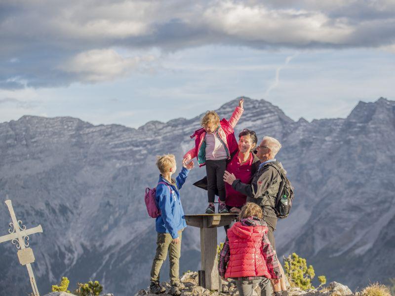 Familie Wandern Steinplatte