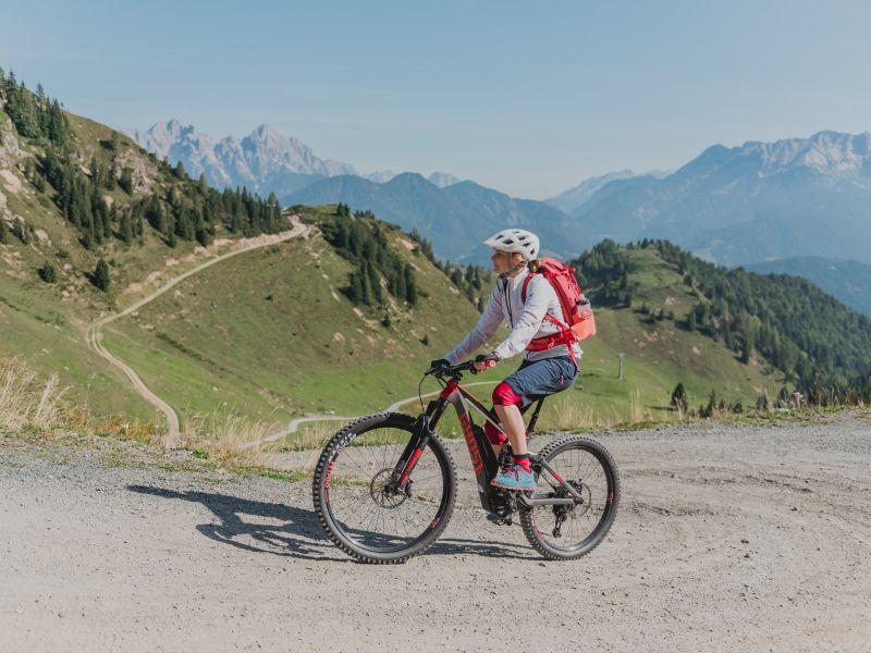 E-Mountainbikerin Pillerseetal