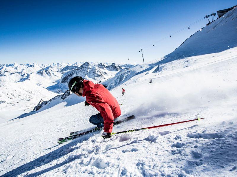 Start in die Skisaison am Pitztaler Gletscher